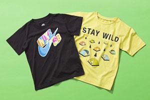 <左>Nike SBTシャツ¥3,150ストンプ・スタンプ<右>ザ・ノース・フェイスStay Wild Tee(ステイワイルドティー)¥3,456ゴールドウインカスタマーサービスセンター