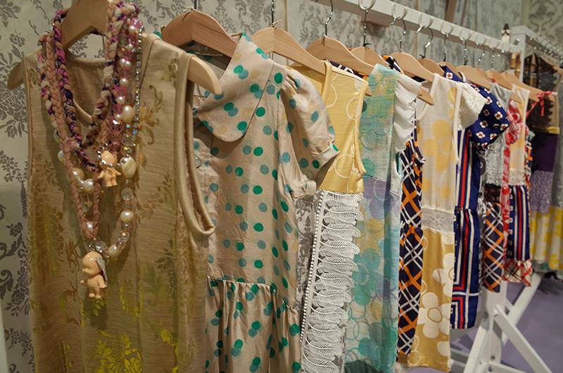 パリでレディースの服作りをしていたというデザイナーのお二人が、今期初めて子ども服を展開。