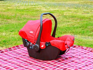 POINT01:バウンサー 重さ2.9kgと軽量で、ゆりかごのように揺れるので、キャリーの他、バウンサーとしても使用可能。重さ2.9kgと軽量で、ゆりかごのように揺れるので、キャリーの他、バウンサーとしても使用可能。
