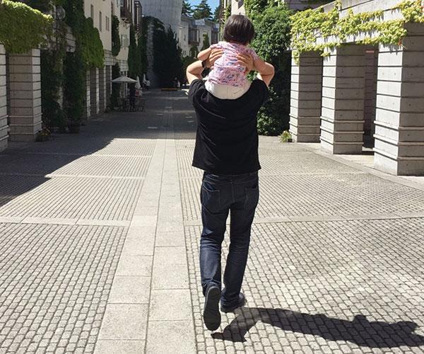 休日は、娘とお散歩。オンオフのメリハリは しっかりとつける。