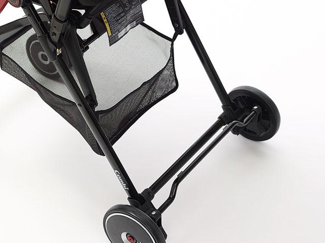 足で踏むだけの左右連動ブレーキ。