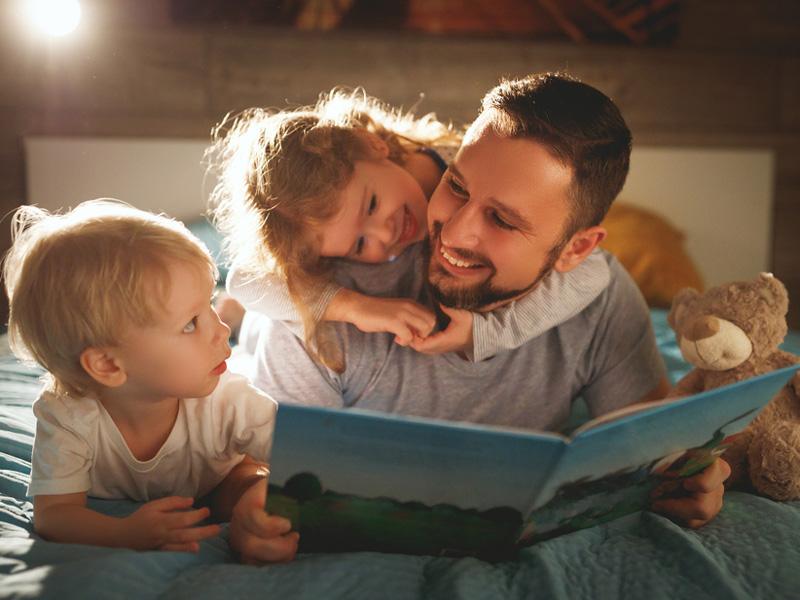 絵本の読み聞かせはいつから始める? 1日の平均冊数や頻度は? FQ JAPAN 男の育児online