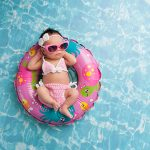 【初めての水泳】暑い日は子供と泳ぎたい!赤ちゃんをプールに連れて行く前に準備すべきものは?